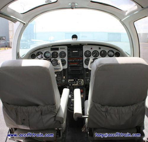 Piper Aerostar Cockpit in airplan