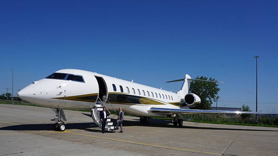 Firm Uses Web To Update Global 7500 Completions Clients